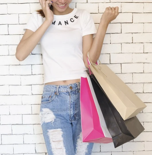 shopping - How to look glamorous on a budget.