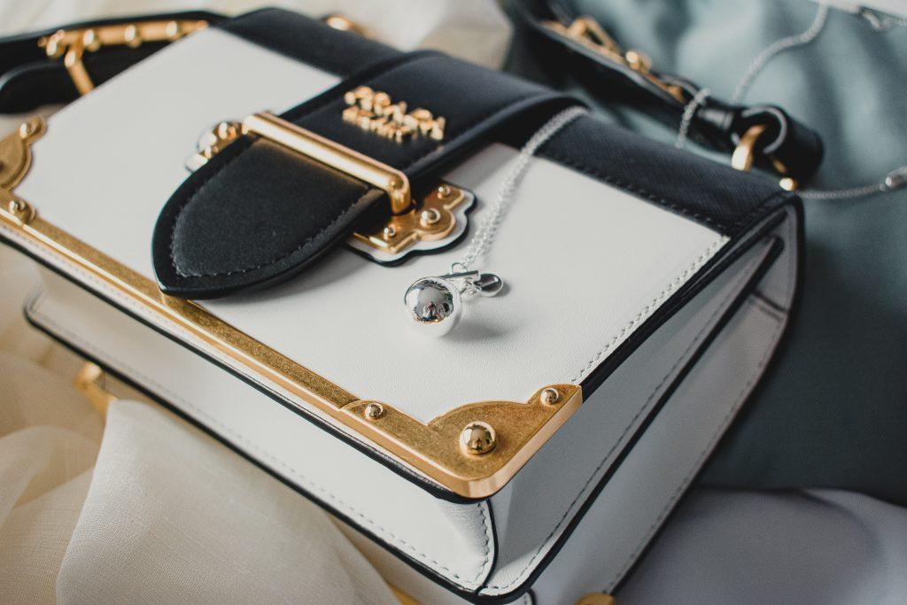 prada bags 1024x683 - Premium handbag brands in fashion world.