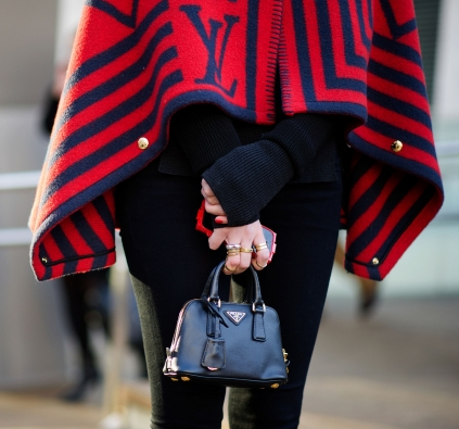 miniature handbags - Handbag etiquette and essential rules.