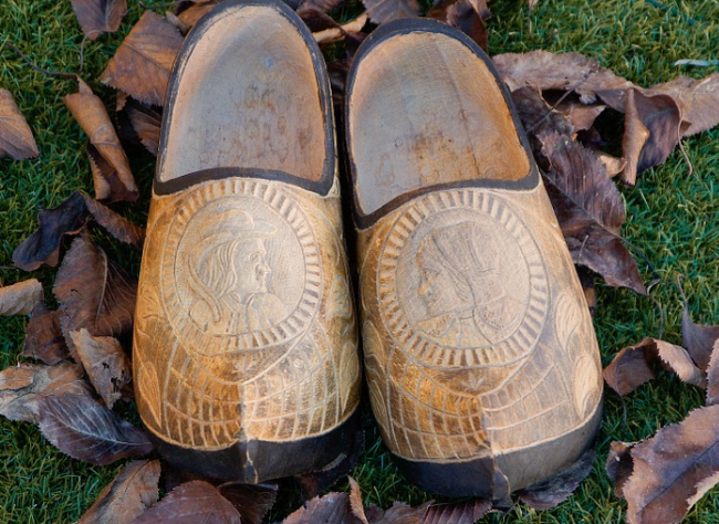 1 - Are ladies clog shoes still in fashion?