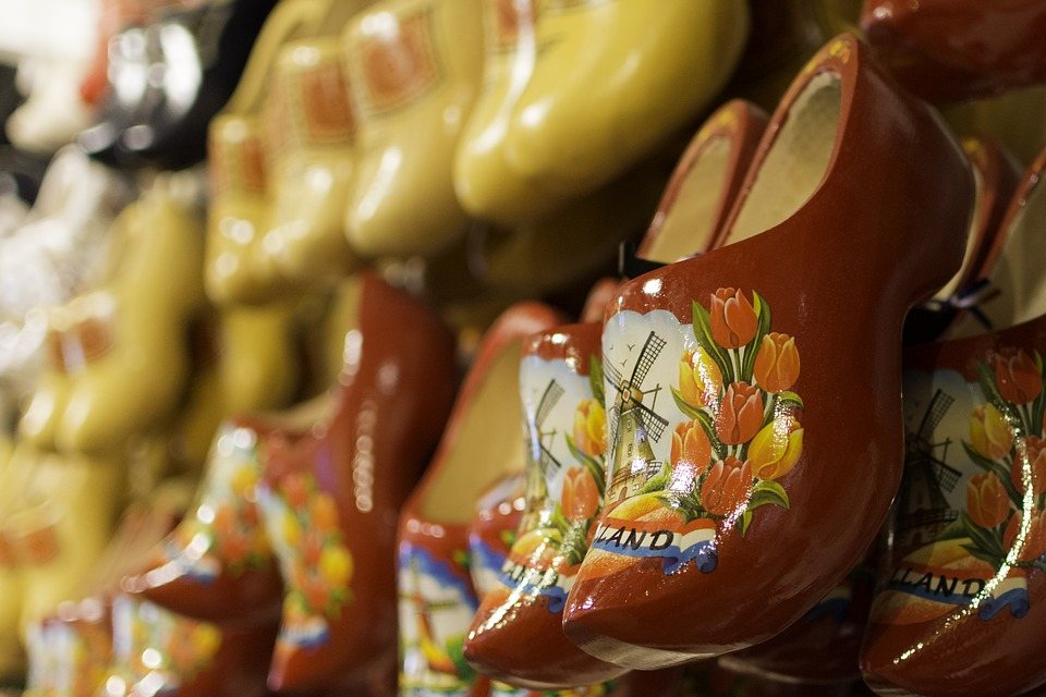 clogs - Are ladies clog shoes still in fashion?